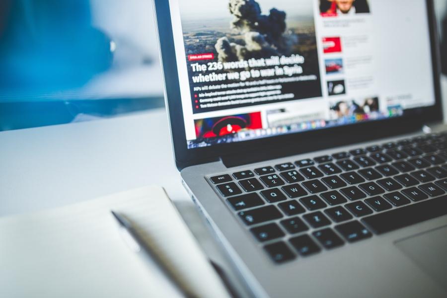 Laptop on news site